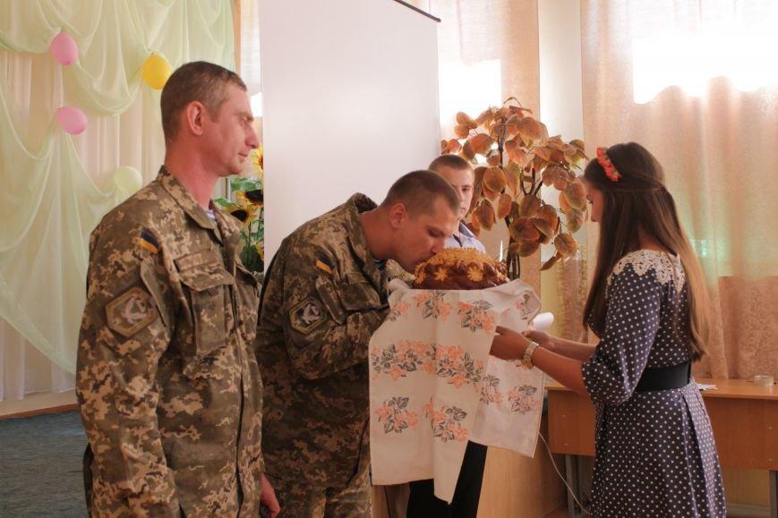 В добропольской школе-лицее бойцы 95-й бригады поздравили школьников (ФОТО), фото-10