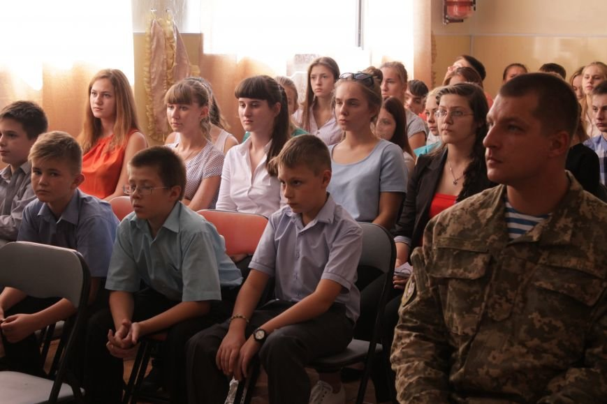 В добропольской школе-лицее бойцы 95-й бригады поздравили школьников (ФОТО), фото-4