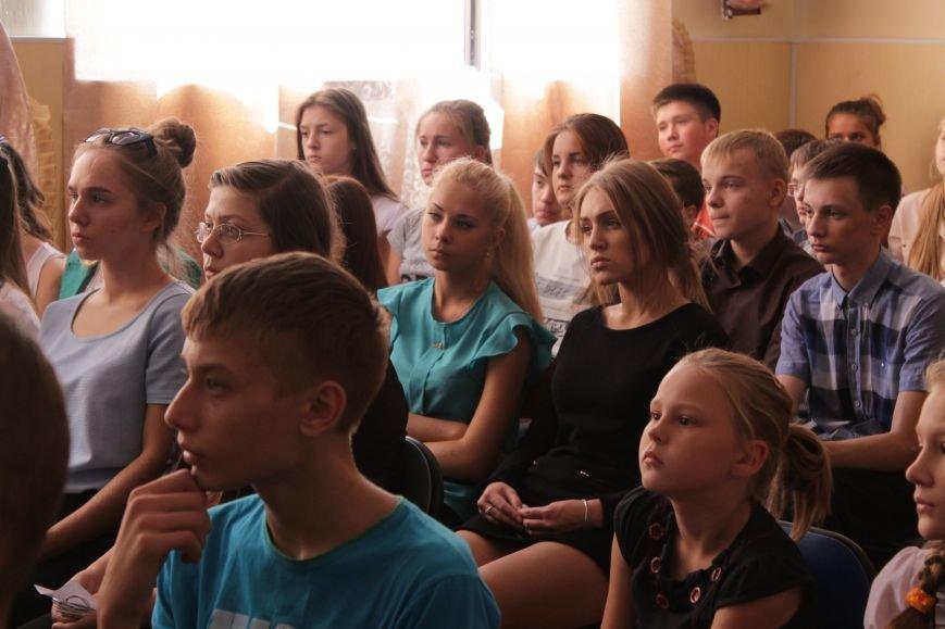 В добропольской школе-лицее бойцы 95-й бригады поздравили школьников (ФОТО), фото-5