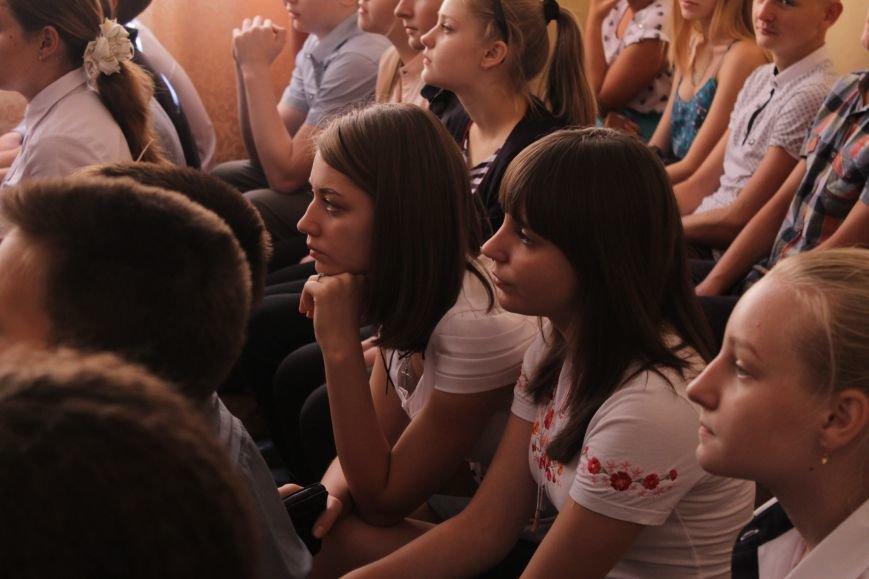 В добропольской школе-лицее бойцы 95-й бригады поздравили школьников (ФОТО), фото-2