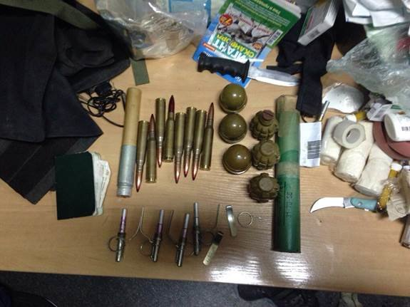 Военнослужащий привёз в Киев оружие из зоны АТО (ФОТО) (фото) - фото 1