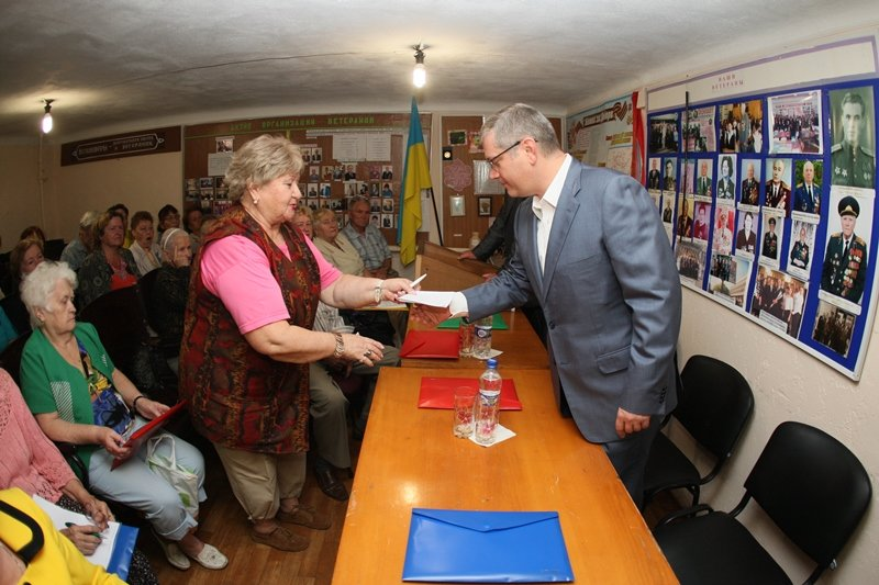 «Волонтерское движение – это то, что должно объединять Украину, а не служить поводом для политического самопиара», - Вилкул (фото) - фото 1