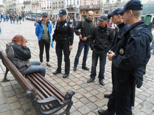 У Львові нові поліцейські допомогли вагітній жінці, яка заснула на лавці (ФОТО) (фото) - фото 2