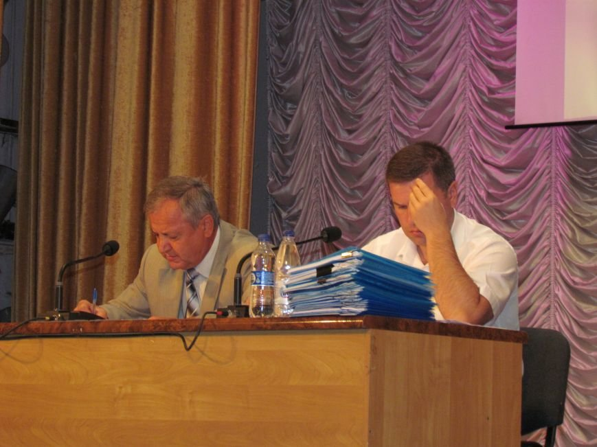 Депутаты Мариупольского горсовета два часа делили «фантастическую» сумму (ФОТО+ВИДЕО), фото-2
