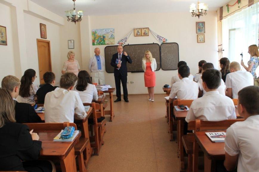 В специализированной школе № 66 прошел открытый урок истории (фото) - фото 1