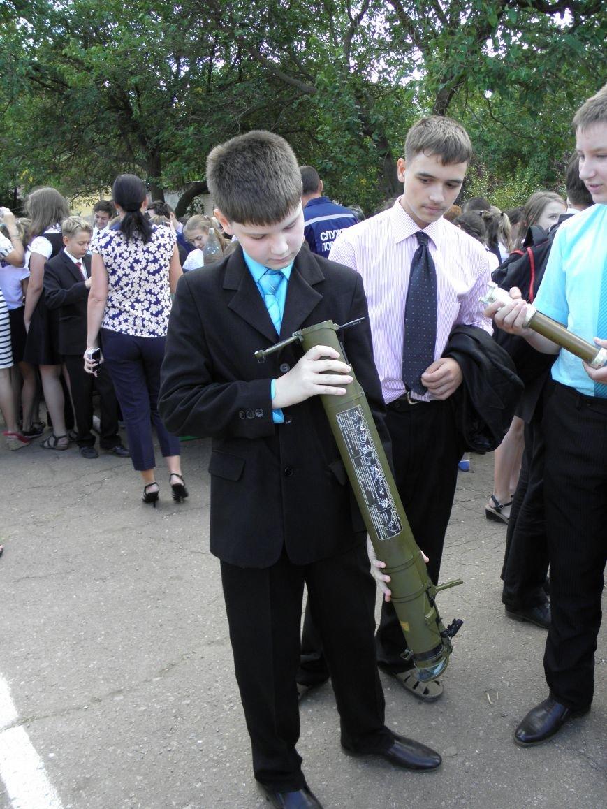 В краматорской школе спасатели показали детям мины и гранаты (фото) - фото 8