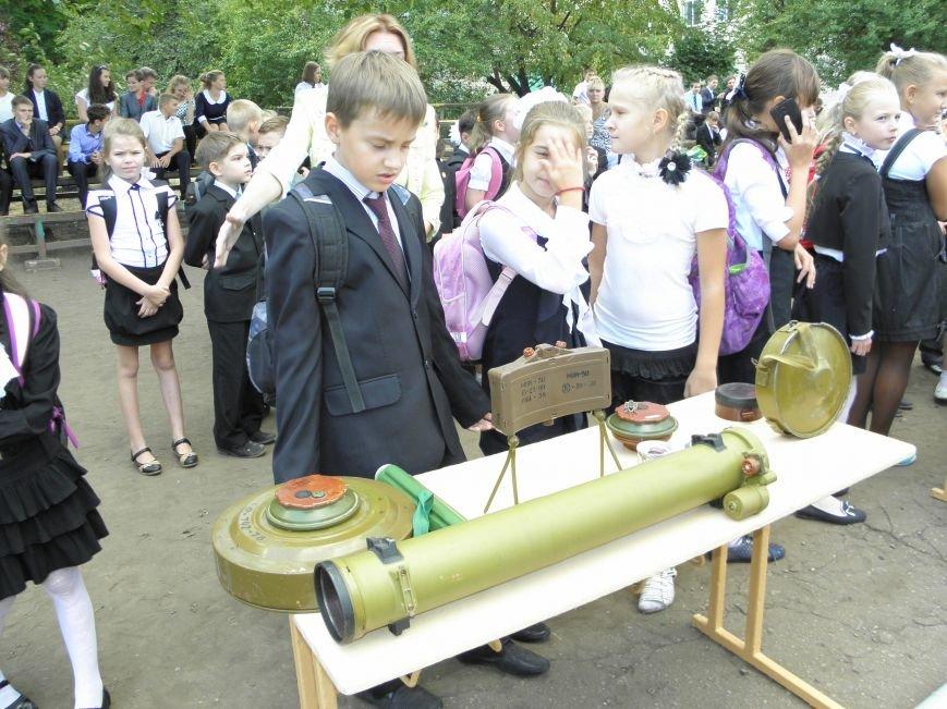В краматорской школе спасатели показали детям мины и гранаты (фото) - фото 2