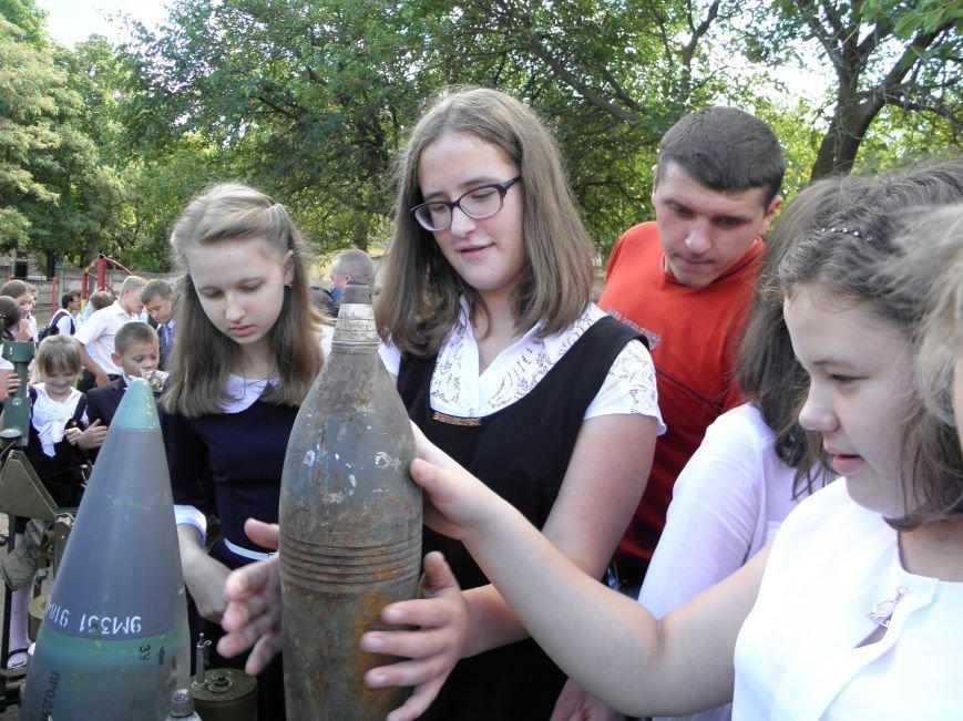 В краматорской школе спасатели показали детям мины и гранаты (фото) - фото 5