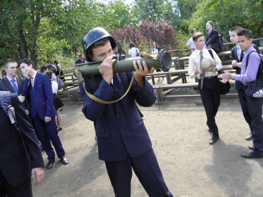 В краматорской школе спасатели показали детям мины и гранаты (фото) - фото 6