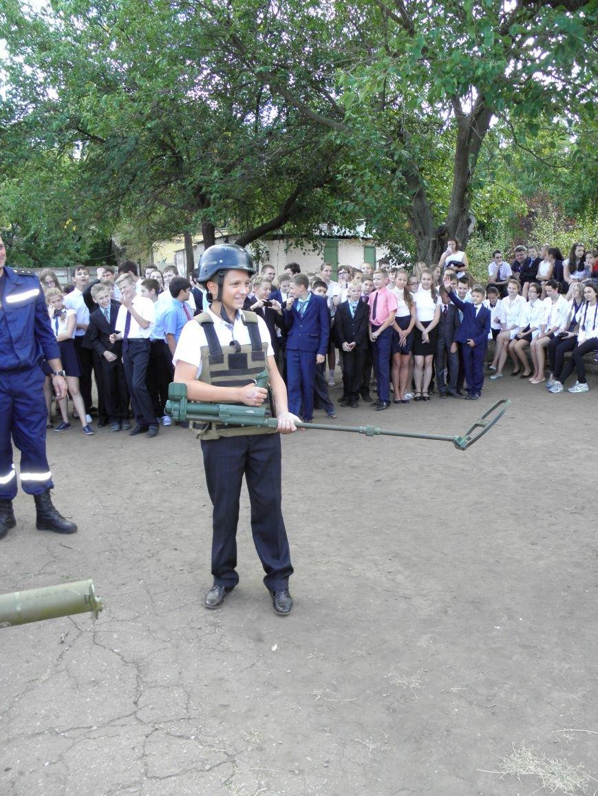 В краматорской школе спасатели показали детям мины и гранаты (фото) - фото 7