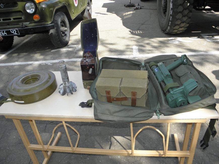 В краматорской школе спасатели показали детям мины и гранаты (фото) - фото 3