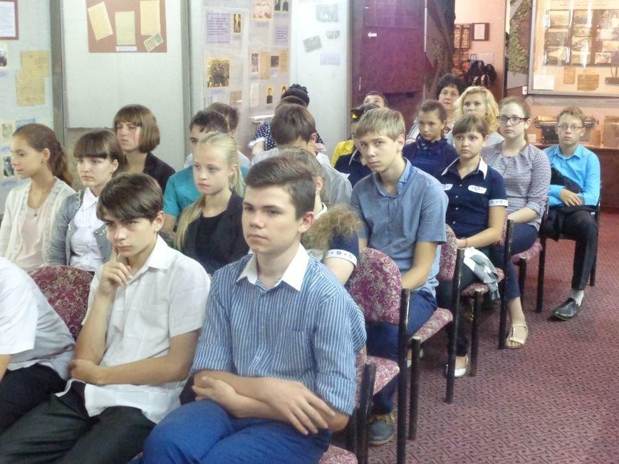Чествование Дня освобождения Донбасса в Красноармейске завершилось просмотром украинского фильма и пожеланиями скорейшего мира (фото) - фото 1