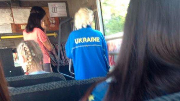 Фото женщины в спортивном костюме с надписью «Ukraine» всполошило луганские соцсети (фото) - фото 1