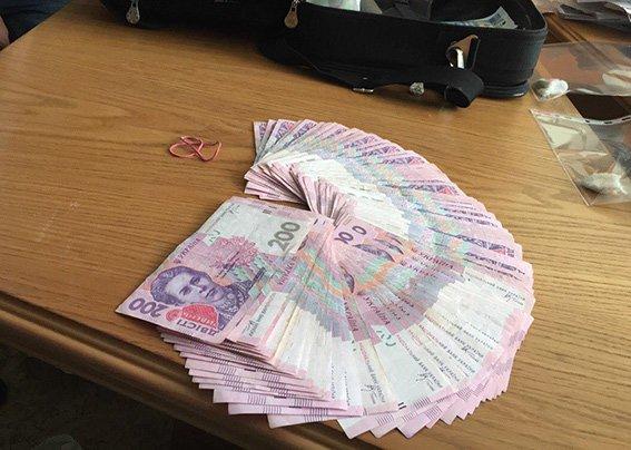 В Днепропетровской области налоговика поймали на взятке в 20 тыс. грн. (фото) - фото 2