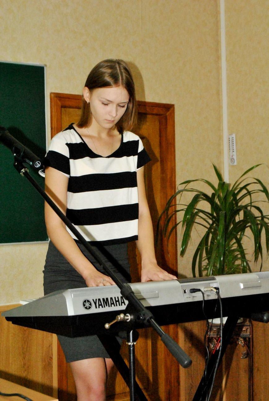 Меценат Александр Богуслаев сделал музыкальный подарок запорожской школе (фото) - фото 1