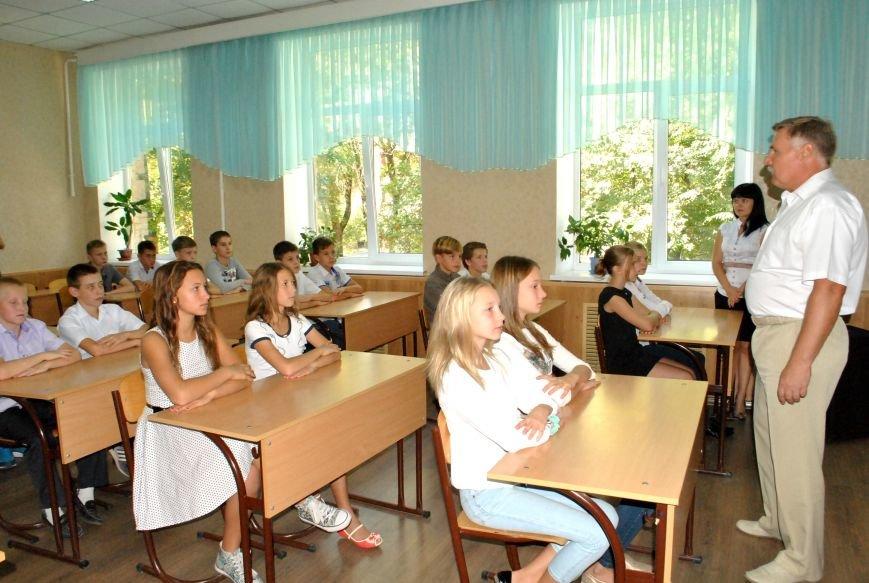 Меценат Александр Богуслаев сделал музыкальный подарок запорожской школе (фото) - фото 3
