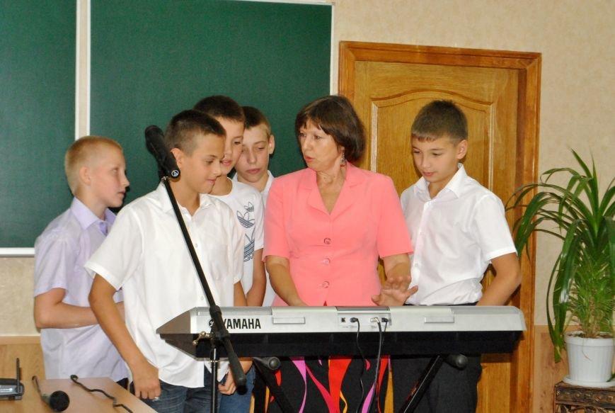Меценат Александр Богуслаев сделал музыкальный подарок запорожской школе (фото) - фото 2