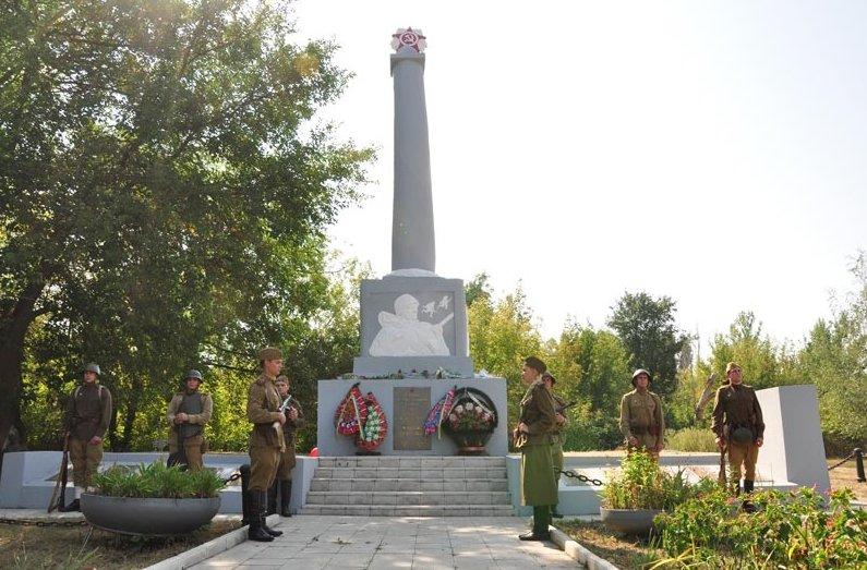 В Славянске почтили память освободителей города (фото) - фото 1