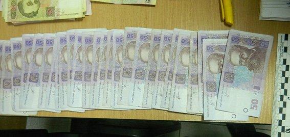 В Киеве мужчина украл из банка 100 тыс. грн (ФОТО) (фото) - фото 1
