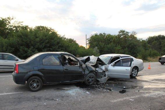В Запорожской области «Лексус» выехал на встречную полосу, три человека погибли (ФОТО, ВИДЕО 18+) (фото) - фото 2