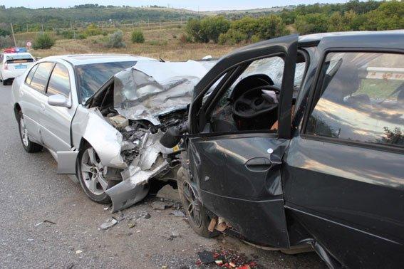 В Запорожской области «Лексус» выехал на встречную полосу, три человека погибли (ФОТО, ВИДЕО 18+) (фото) - фото 3