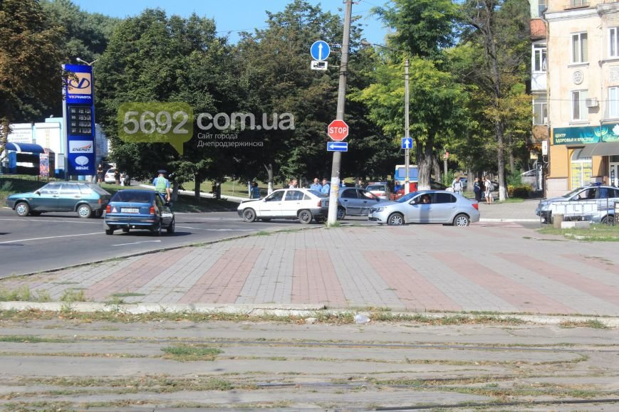 В Днепродзержинске в очередном ДТП на «Дружбе» пострадало 2 человека (фото) - фото 1