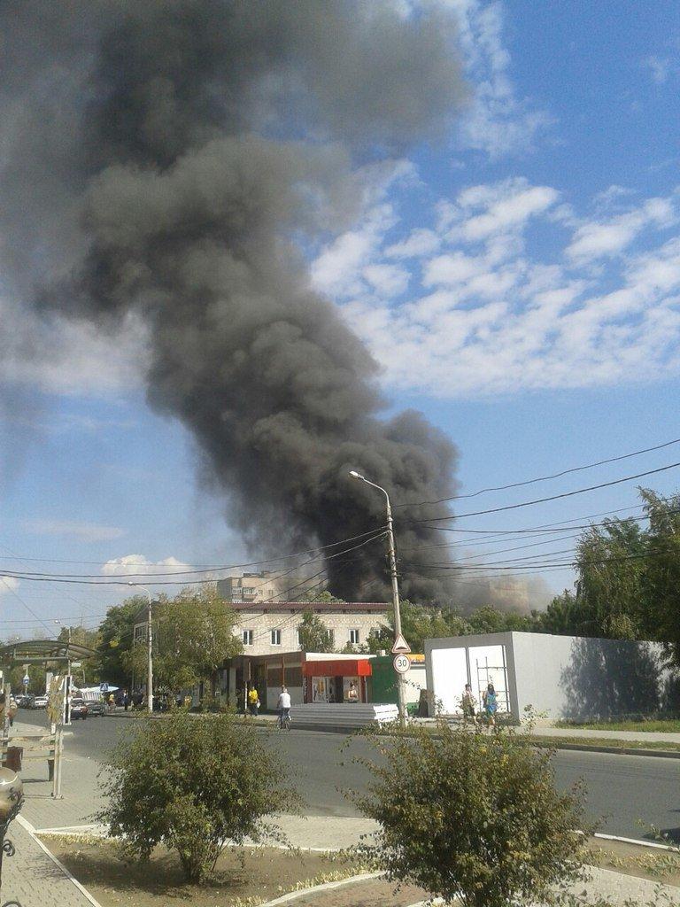 В Мариуполе горит Киевский рынок (ФОТО) (фото) - фото 3