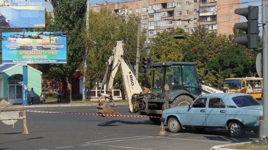 В Мариуполе Горводоканал перекрыл движение на проспекте Ленина (фото) - фото 2