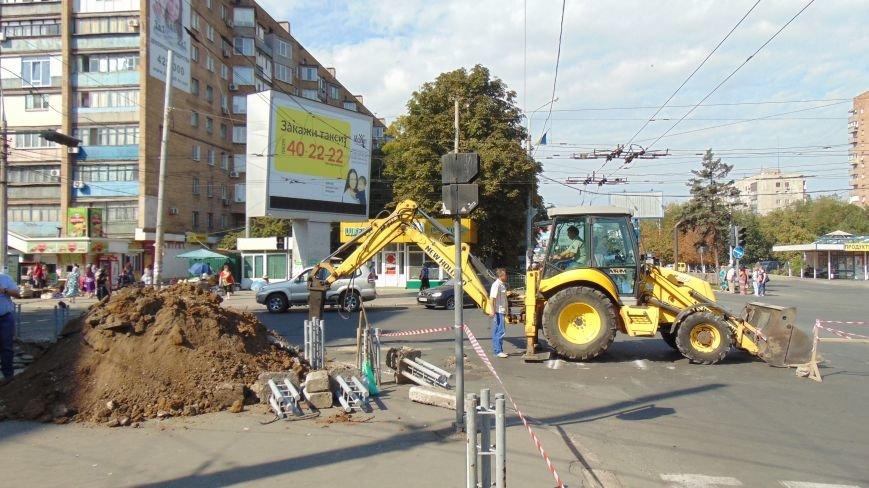 В Мариуполе Горводоканал перекрыл движение на проспекте Ленина (фото) - фото 1