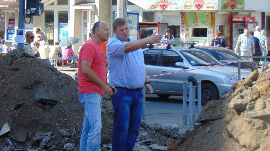 В Мариуполе Горводоканал перекрыл движение на проспекте Ленина (фото) - фото 3