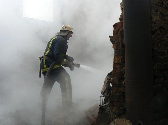 На Хмельниччині палав цех переробки деревини (Фото) (фото) - фото 1