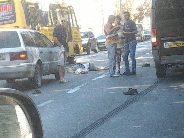 Сегодня в центре Симферополя маршрутка сбила пенсионера (ФОТО 18+) (фото) - фото 2