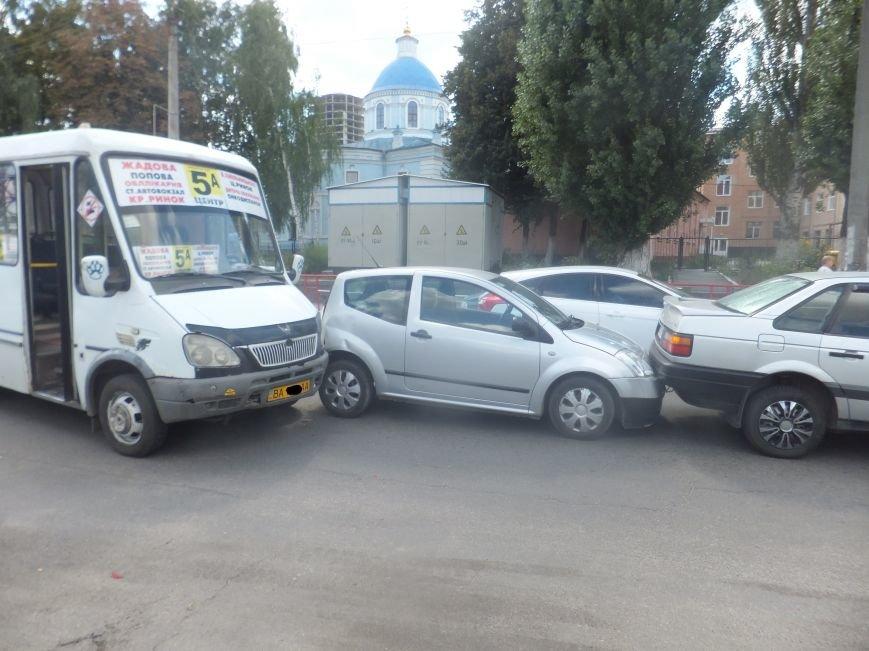 В Кировограде произошло тройное ДТП с участием маршрутки (фото) - фото 1
