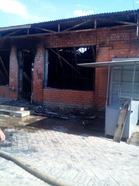 Пожар на мариупольском рынке потушили, пострадавших нет (ФОТО) (фото) - фото 1