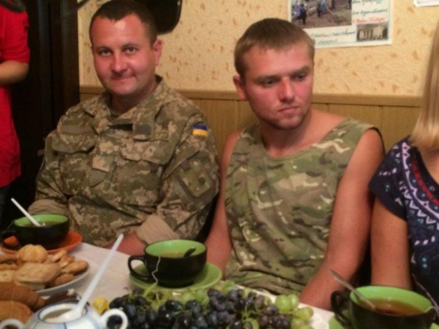 Чаепитие поколений: В Мариуполе  военные АТО поздравили ветеранов  с освобождением  Донбасса «гумореской» (ФОТО), фото-5