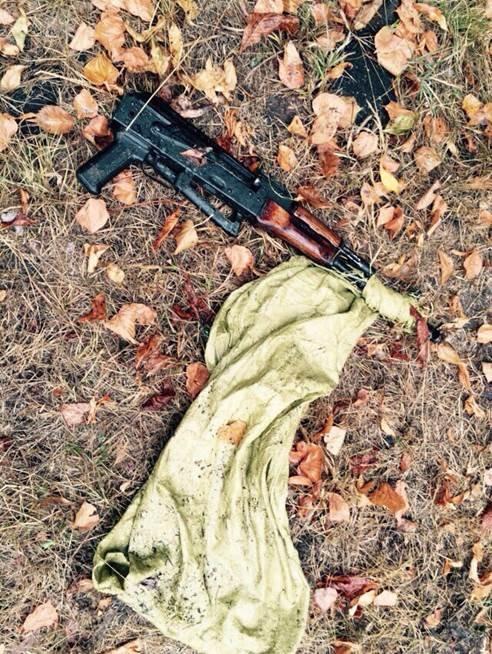 Под Киевом мужчина пытался спрятать в лесу арсенал оружия (ФОТО) (фото) - фото 3