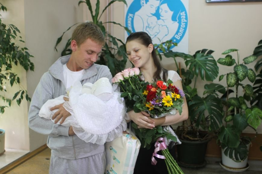 Малышку, родившуюся на посту ДПС под Волгоградом, и ее мать выписали из роддома, фото-2