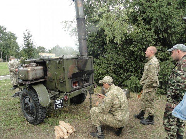 Військовий з Києва на польовій кухні готував кашу для тернополян (фото) (фото) - фото 1