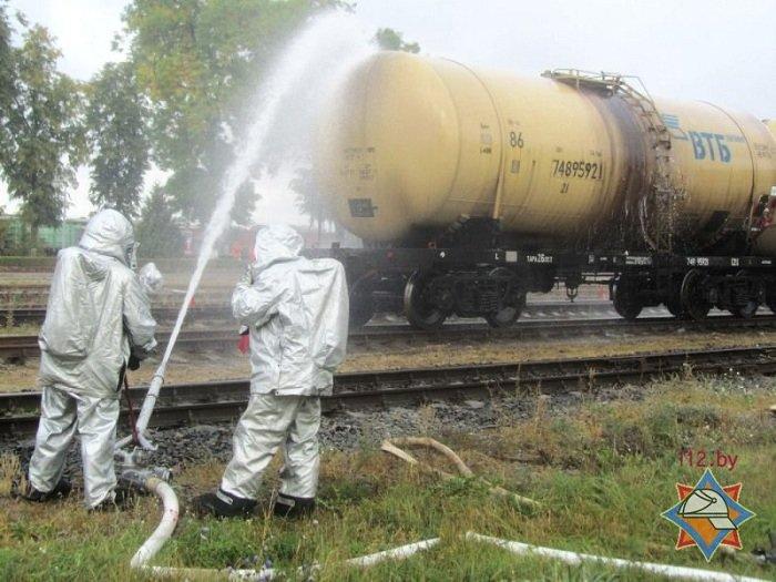 В Волковыске столкнулось два состава цистерн с горючем веществом (фото) - фото 1