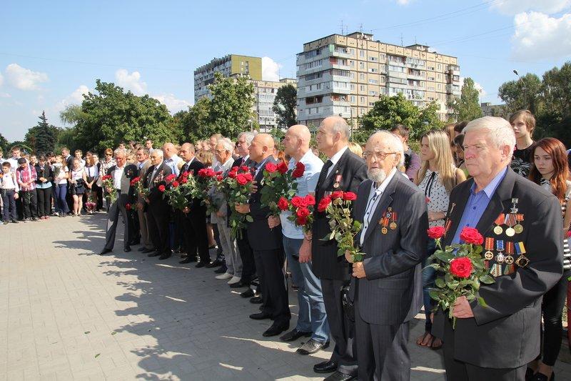 В годовщину открытия памятного знака героям Чернобыля в Днепропетровске прошел митинг (фото) - фото 6