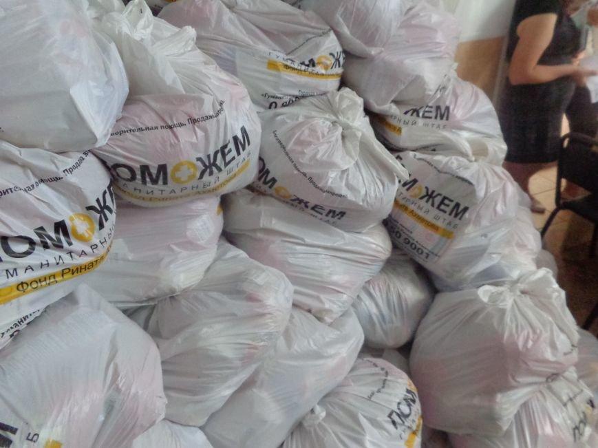 В Красноармейске продолжена выдача гуманитарной помощи переселенцам. На этот раз – тремя организациями (фото) - фото 2