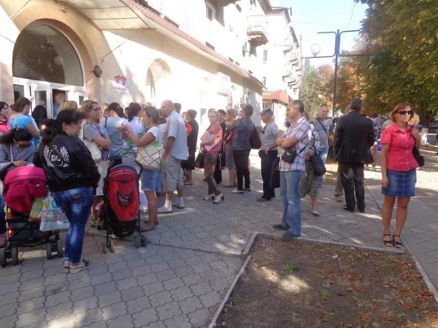В Красноармейске продолжена выдача гуманитарной помощи переселенцам. На этот раз – тремя организациями (фото) - фото 1