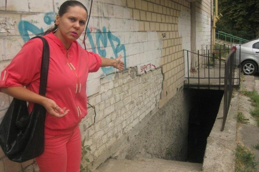 В Чернигове коммунальщики построили вентиляцию, чтобы не чинить канализацию (фото) - фото 1