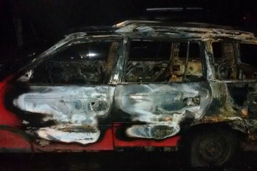 Ночью в Черниговской области подожгли две машины (фото) - фото 1