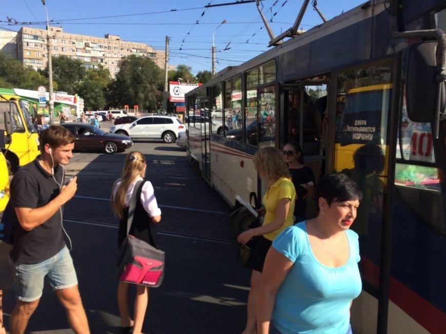 В Мариуполе трамвай сошел с рельсов и перегородил пр. Металлургов (ФОТО), фото-2