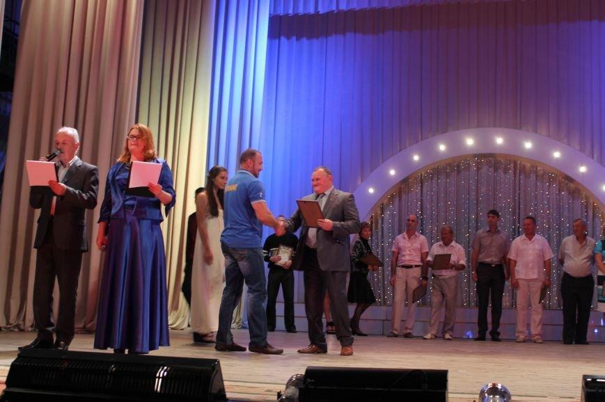 Во дворце культуры состоялось награждение спортсменов в честь профессионального праздника, фото-1
