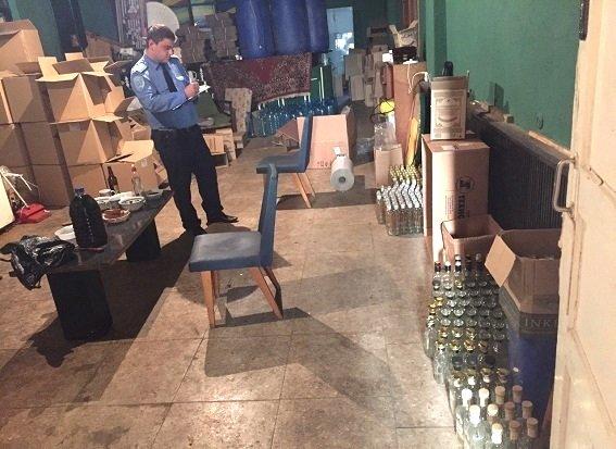 На Оболони милиция разоблачила подпольный цех по изготовлению водки (ФОТО, ВИДЕО) (фото) - фото 3