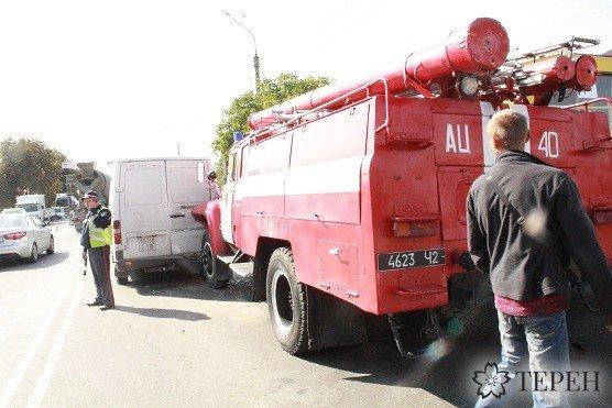 Масштабна ДТП: у Тернополі пожежний автомобіль врізався в бус (фото) (фото) - фото 2