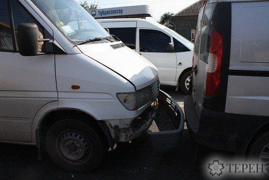Масштабна ДТП: у Тернополі пожежний автомобіль врізався в бус (фото) (фото) - фото 1