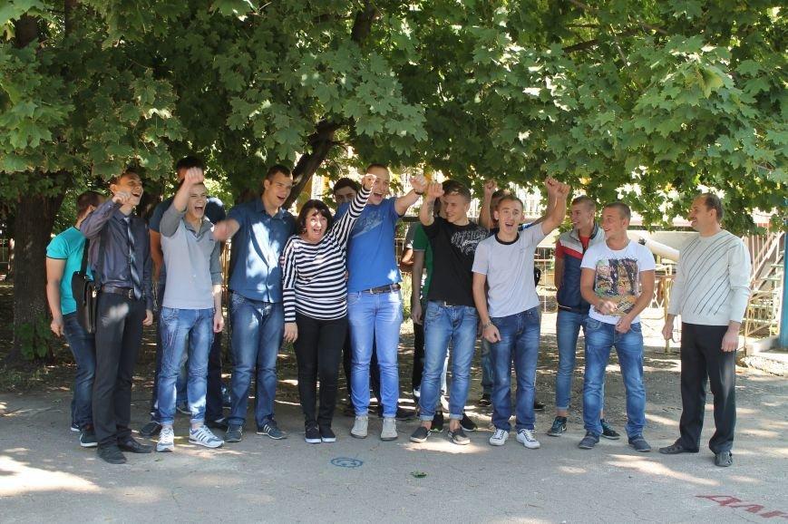 Молодежь разукрасила улицы Артемовска, фото-11